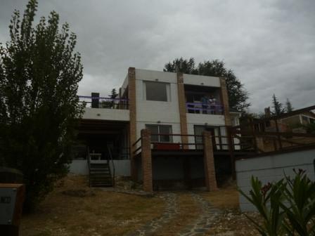 Casa con pileta en Mayú Sumaj