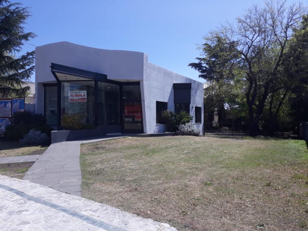 ALQUILER ANUAL - Local en plena Av. San Martín, a mts. del Supermercado Cordiez, IDEAL OFICINAS!