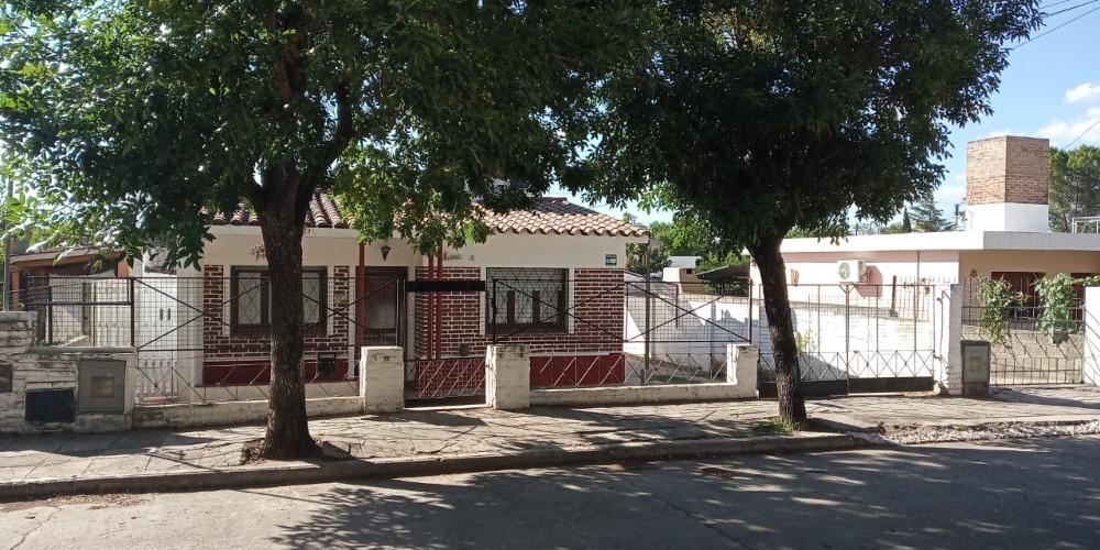 Dos casas juntas, aptas subdivisión en PH - Sol y Lago