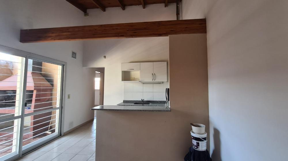 Chalet en Complejo, 2 dormitorios con cochera - Miguel Muñoz