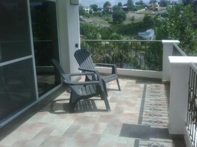 Casa con 40mts. de costa al Lago San Roque!